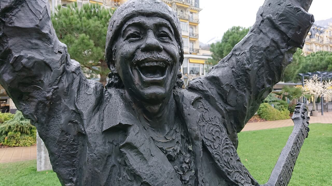 サンタナ銅像